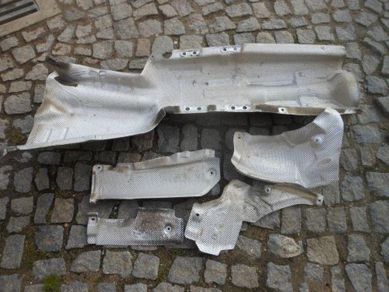 Hitzeschutzbleche am Unterboden BMW 3 (E46) 316I